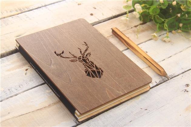 Dřevěný notes, 133x193mm, 96 listů, jelen