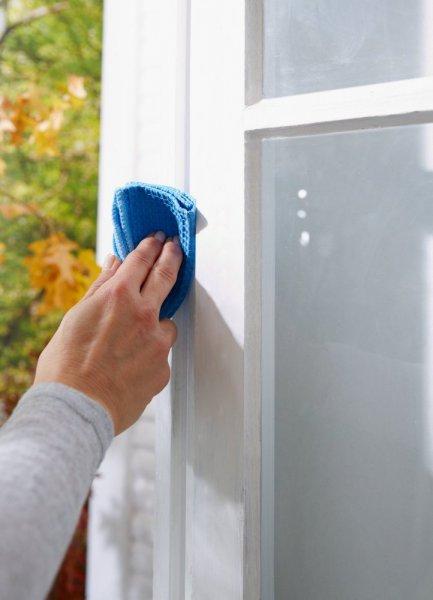 Gumové těsnění, bílé, na okna a dveře, E profil, 25m
