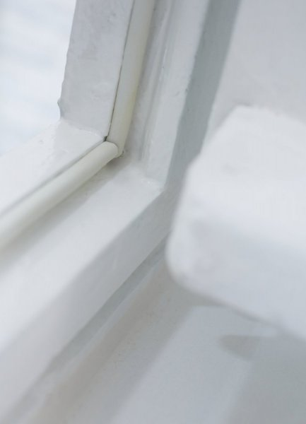 Gumové těsnění, hnědé, na okna a dveře, P profil, buben 100m