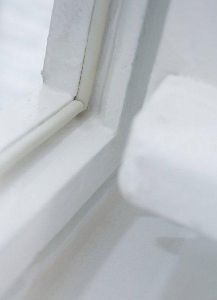 Gumové těsnění, hnědé, na okna a dveře, E profil, buben 100m